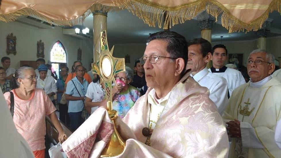 Mons. Alfredo Torres: «Eucaristía, Fuente de Vida»